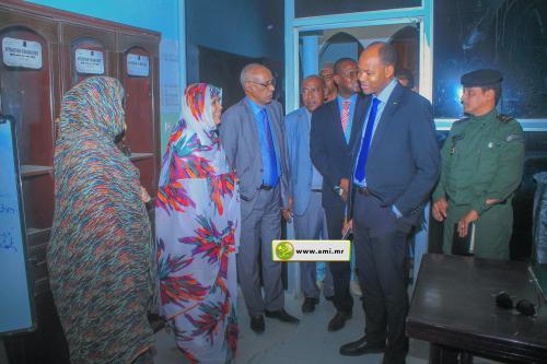 Le ministre de l'Emploi visite la direction du réseau des caisses d'épargne et de crédit