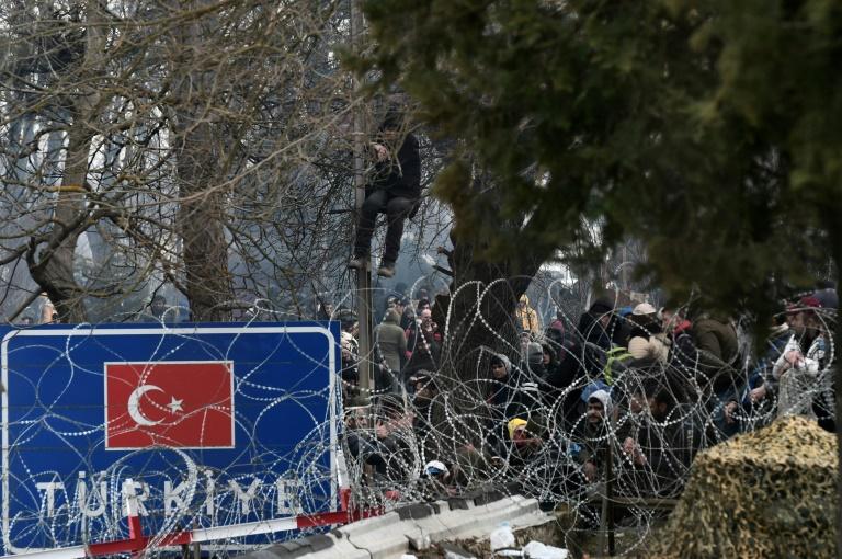 En quête de soutien en Syrie, Erdogan ouvre les portes de l'Europe aux migrants