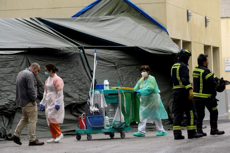 L'Espagne dépasse les 9.000 morts mais la pandémie ralentit