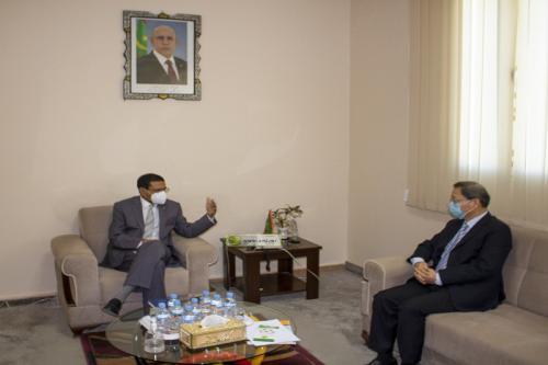 Le ministre de la santé se réunit avec l'ambassadeur de Chine