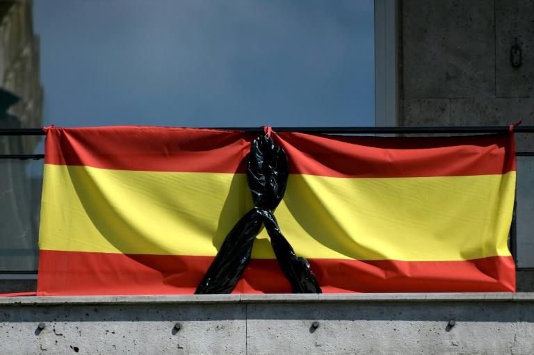 """Plus de 15.000 morts en Espagne, appelée à ne """"pas baisser la garde"""""""