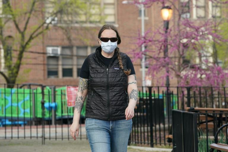 Coronavirus: la lutte à domicile de soignants aguerris sur des urgences lointaines