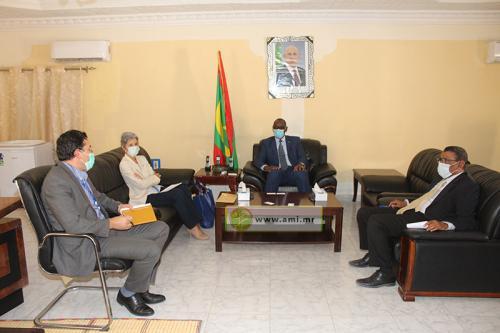 Le ministre de l'Enseignement fondamental s'entretient avec la représentante de l'UNHCR