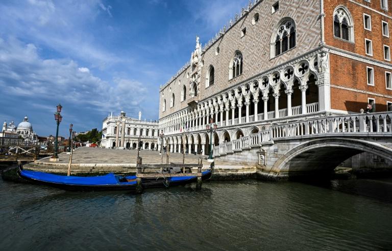 """""""Sans touristes, Venise est une ville morte"""", se désole un gondolier"""