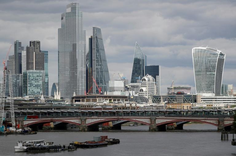 La pandémie fait vaciller les grandes tours de bureaux