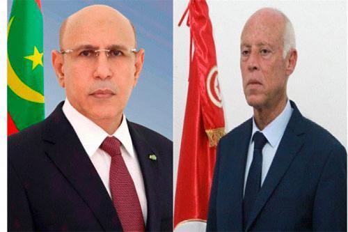 Le Président de la République s'entretient au téléphone avec le Président tunisien