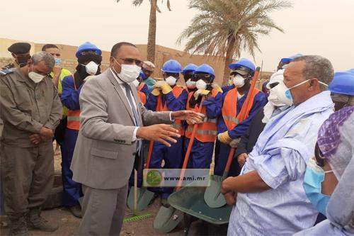 Le wali du Hodh Echarghi supervise le lancement de l'opération de propreté de la ville de Néma