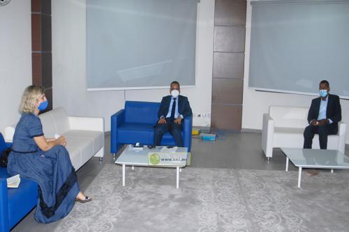 Le ministre de l'équipement reçoit la chef de la mission de l'OIM