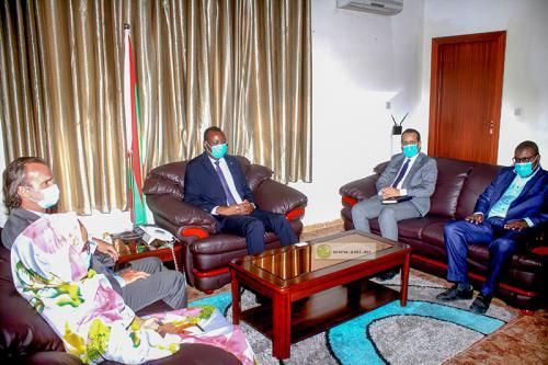 Le ministre de l'Hydraulique reçoit le Représentant du Bureau du Haut-Commissariat aux Droits de l'homme