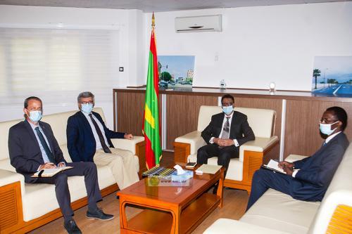 Le ministre du pétrole reçoit l'ambassadeur, chef de Délégation de l'Union Européenne