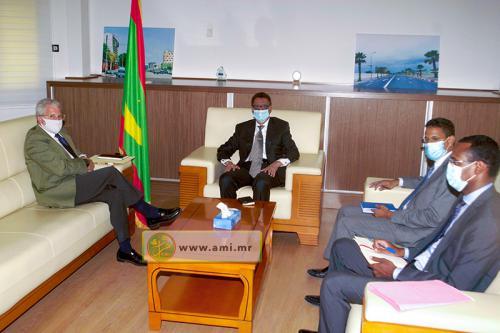 Le ministre du Pétrole s'entretient avec l'ambassadeur d'Espagne en Mauritanie