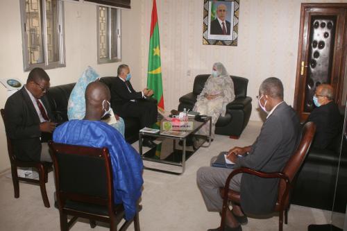 La ministre des Affaires sociales reçoit le président de la Commission nationale des droits de l'Homme
