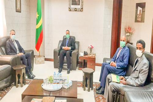 Le ministre des Affaires étrangères reçoit l'ambassadeur du Royaume du Maroc