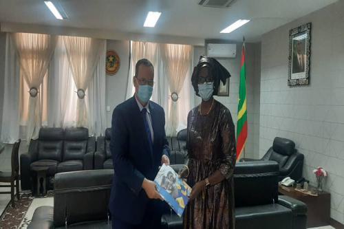 Le ministre des Affaires étrangères reçoit les lettres de créances de la nouvelle représentante du PAM en Mauritanie