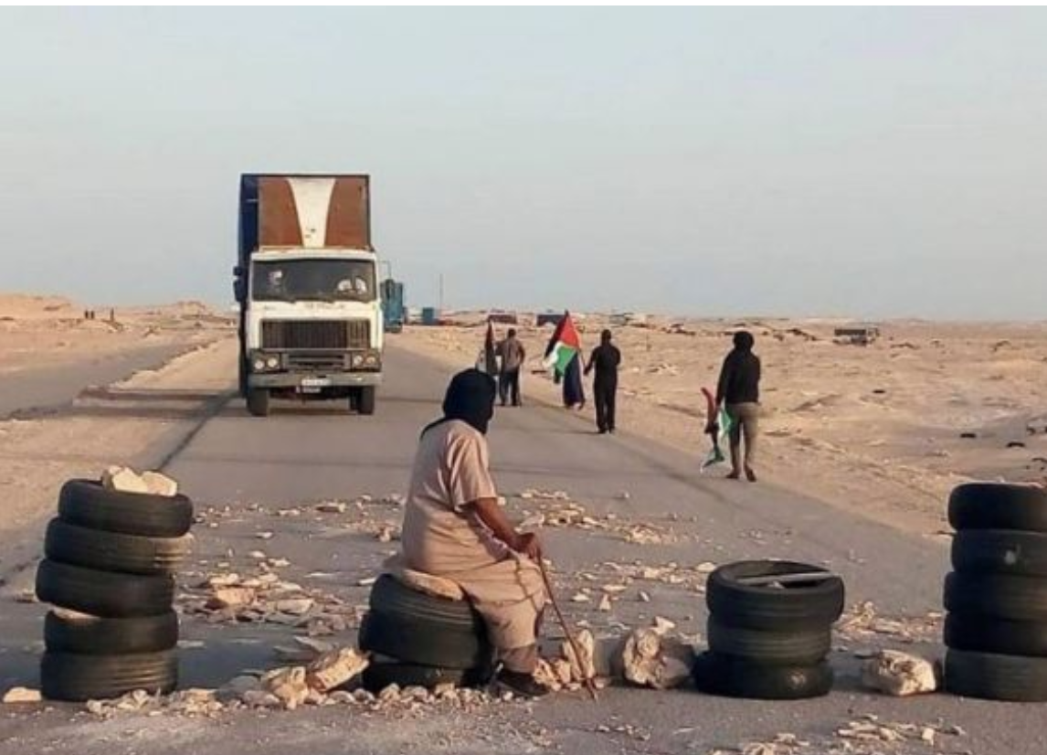 El Guerguerate : SOS de 200 chauffeurs marocains de camions bloqués en Mauritanie