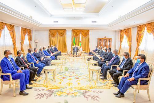 Le Président de la République souligne l'importance de la coopération entre les autorités administratives et les élus