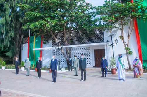 Le Président de la République préside la cérémonie de levée de couleurs