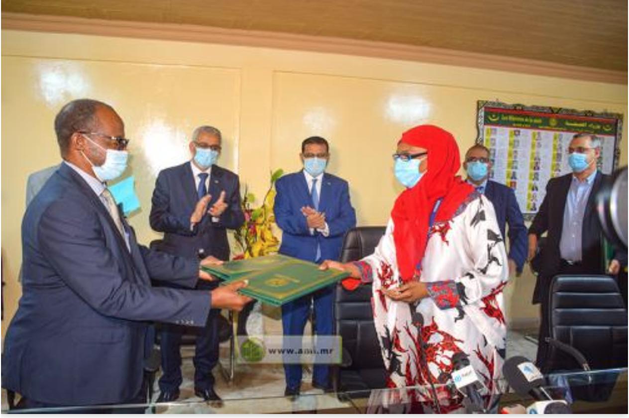 """Signature d'un accord ministère de la Santé - """"Taazour"""" pour l'accès de 100 000 familles à l'assurance maladie"""