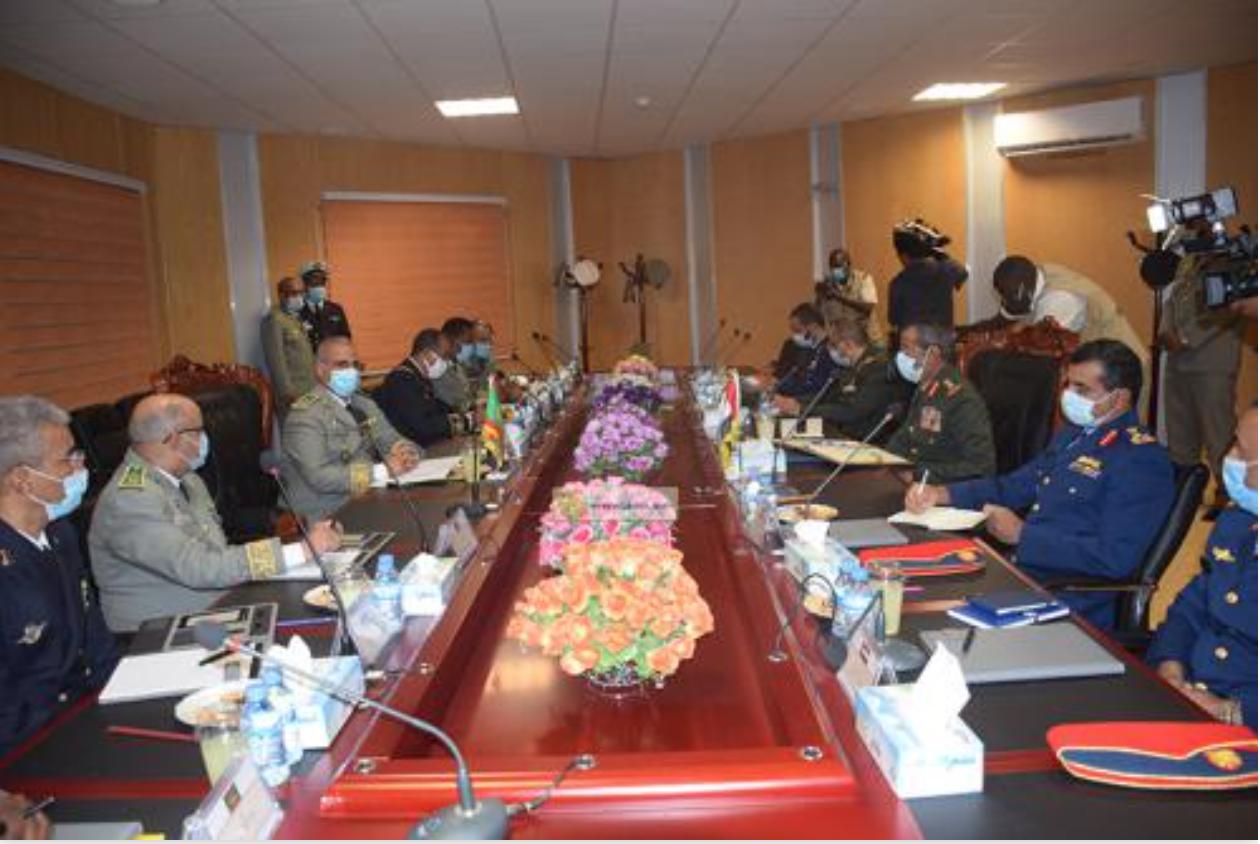 Le Chef d'état-major général des Armées tient une réunion de travail avec le Chef d'état-major des forces armées des Emirats Arabes Unis