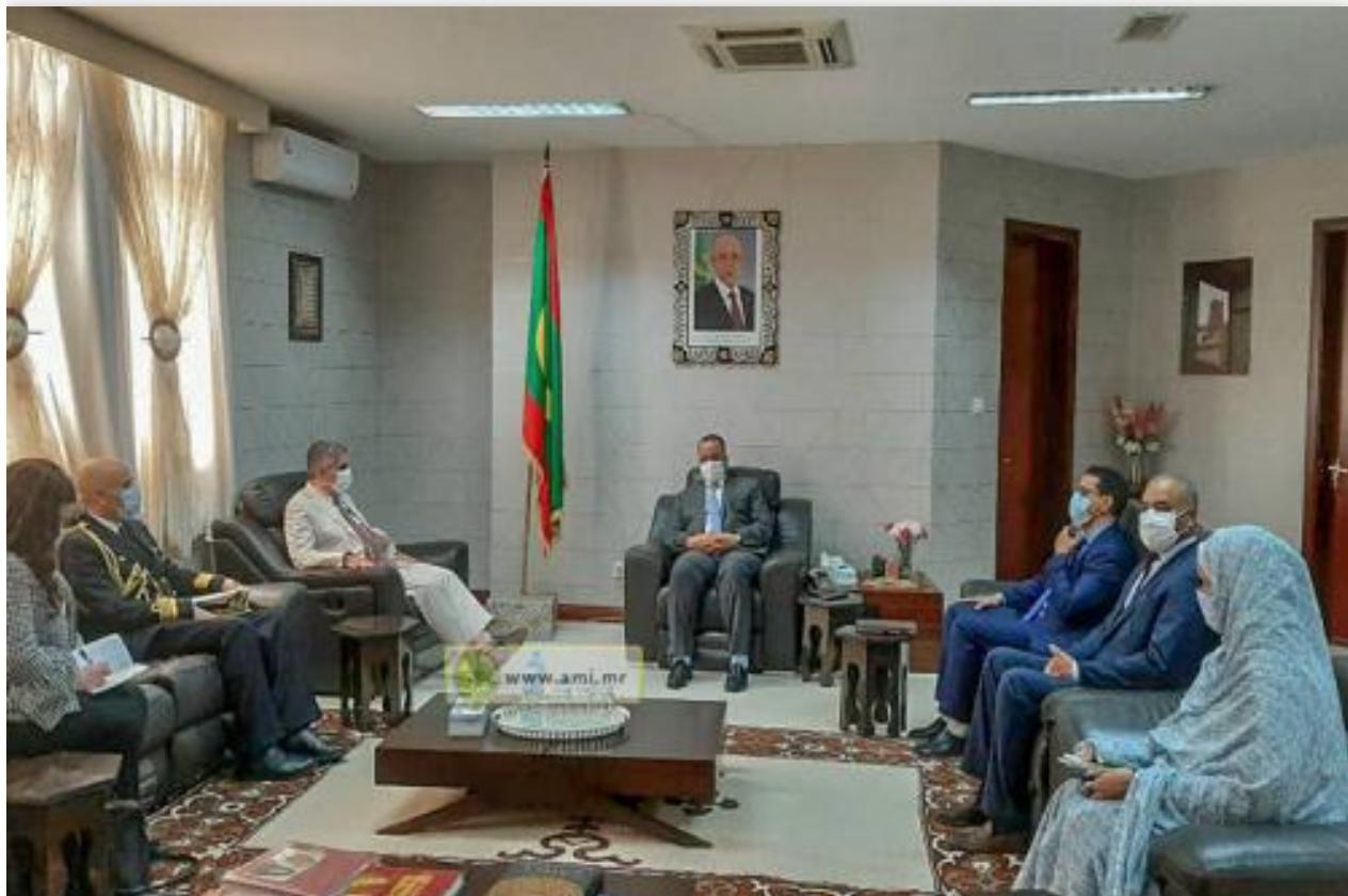 Le ministre des Affaires étrangères reçoit les copies figurées des lettres du nouvel ambassadeur du Portugal
