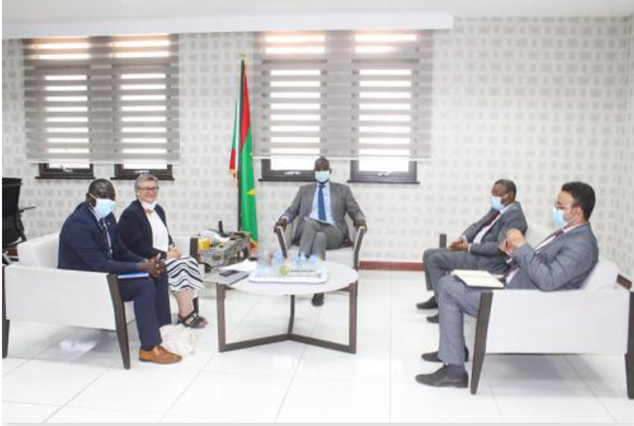 Le ministre des Affaires économiques reçoit la directrice de l'Agence Française de Développement