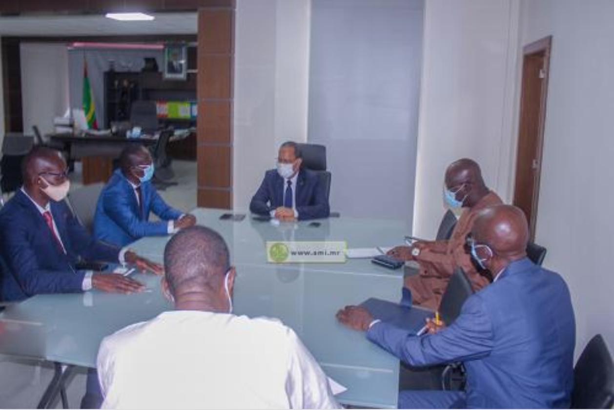 Le ministre de l'Équipement et des Transports reçoit l'ambassadeur du Sénégal