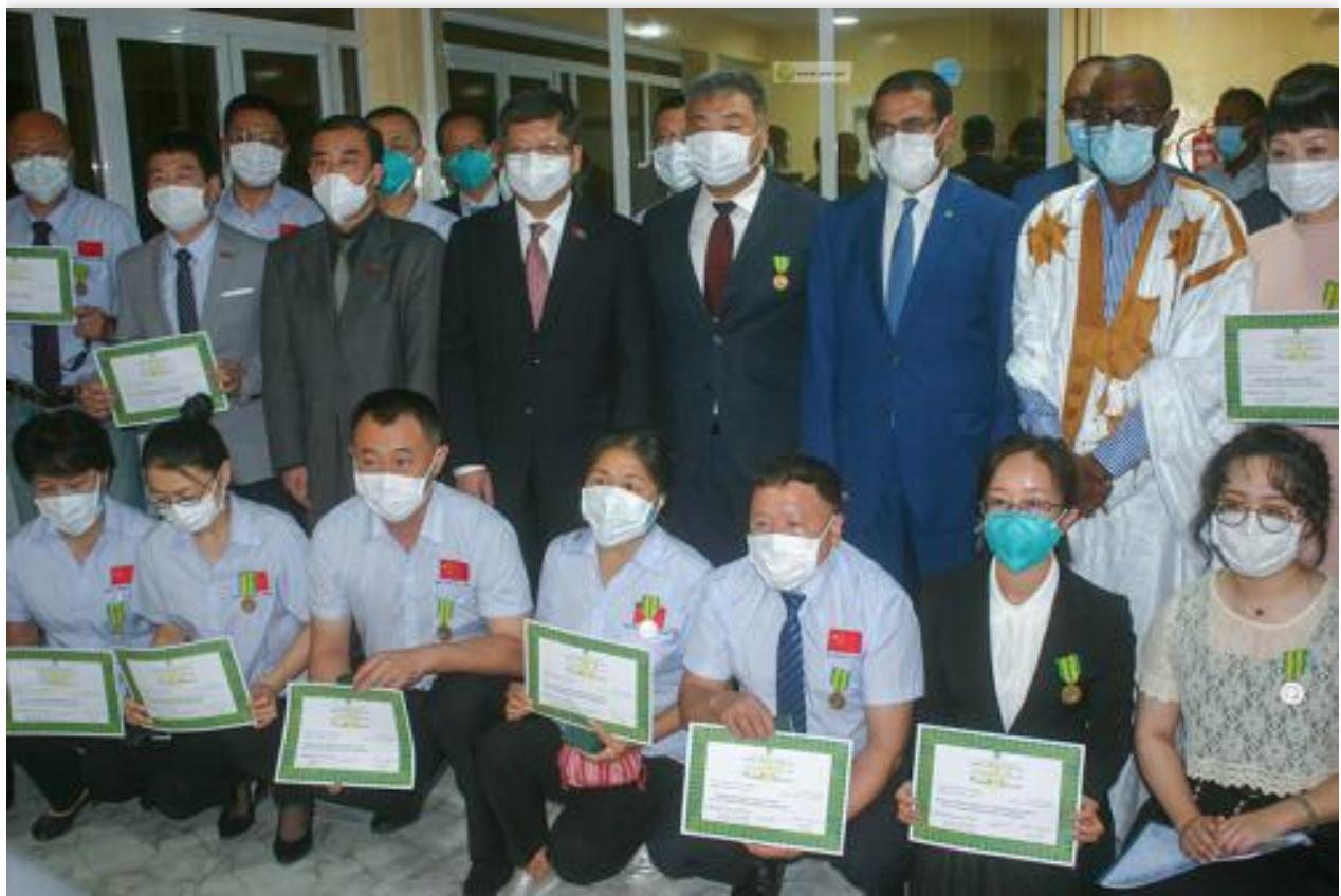 Le ministre de la Santé décore les membres de la 33e mission médicale chinoise