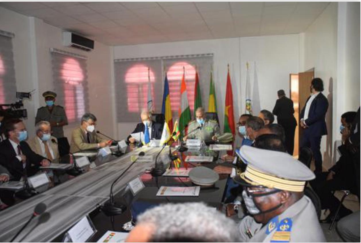 Le Chef d'État-major général des armées tient une séance de travail avec une délégation de l'Union européenne