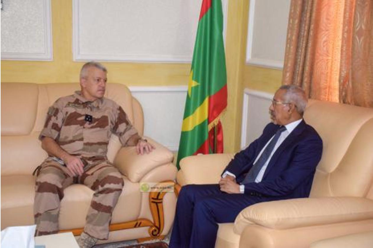 Le ministre de la Défense nationale reçoit le commandant de la force barkane
