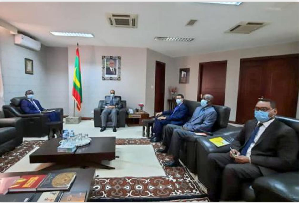 Le ministre des Affaires étrangères reçoit l'ambassadeur du Sénégal
