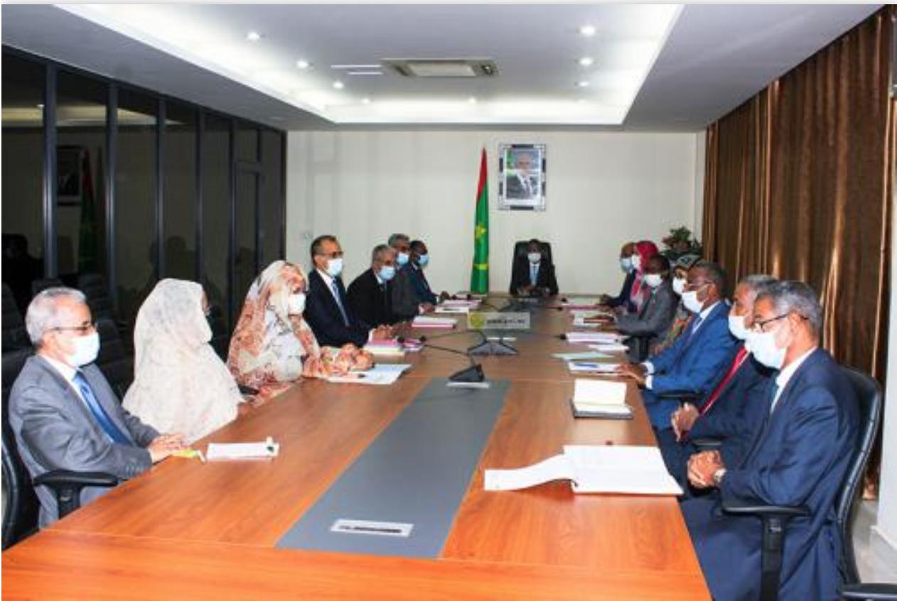 Remise des lettres d'engagement aux ministres et commissaires nouvellement nommés