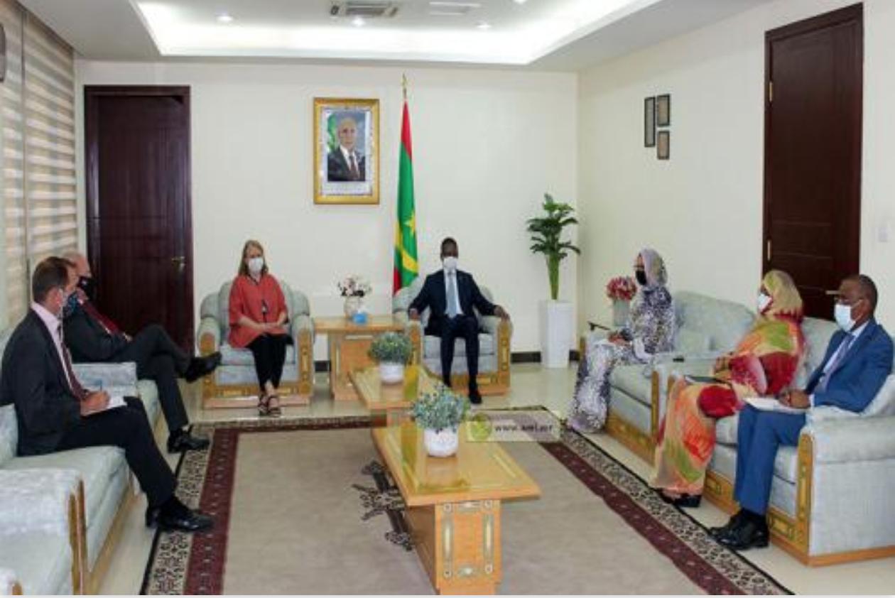 Le Premier ministre reçoit l'ambassadrice régionale de la COP 26 pour le Moyen- orient et l'Afrique