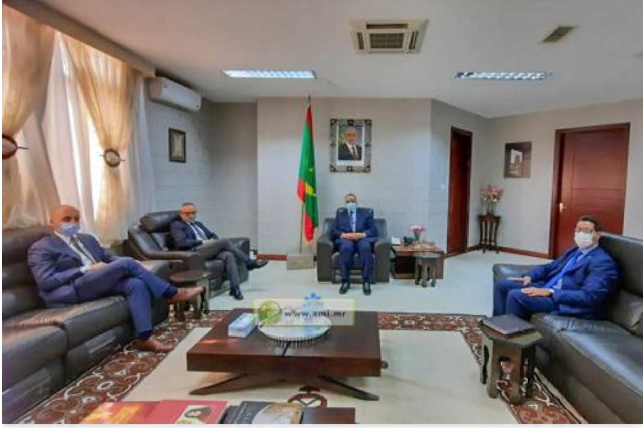Le ministre des Affaires étrangères reçoit les copies figurées des lettres de créance de l'ambassadeur d'Italie