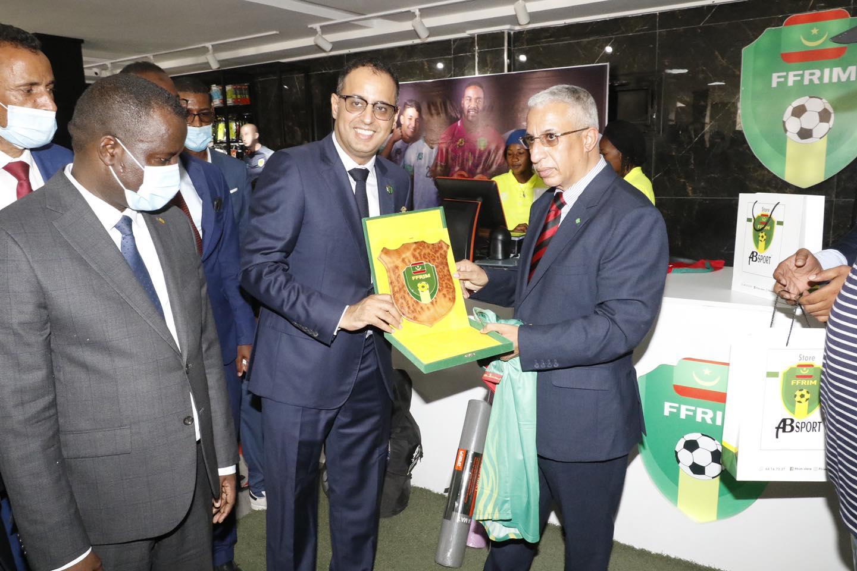 Le ministre de la Culture pose la première pierre d'un centre de médecine sportive