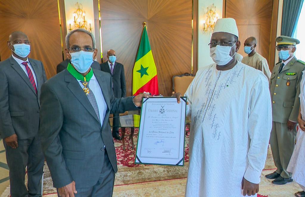 Macky Sall fait ses adieux à l'ambassadeur de Mauritanie au Sénégal SEM Cheikhna Ould Nenni au cours d'une grande cérémonie