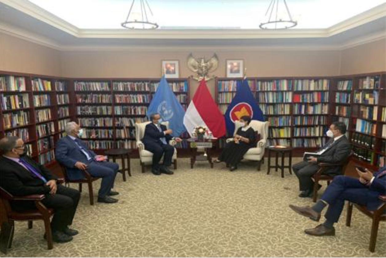 Le ministre des Affaires étrangères rencontre son homologue indonésien