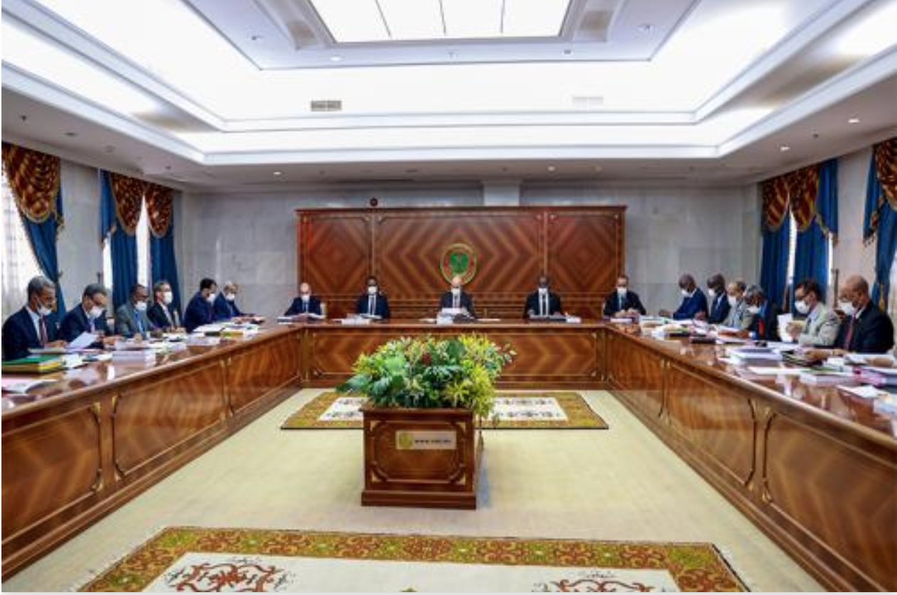 Le Président de la République engage le Gouvernement à veiller au respect scrupuleux des lois et règlements
