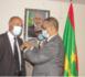 Le ministre des Affaires étrangères décore le consul de notre pays auprès de la région de Murcia en Espagne