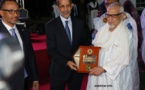 Le premier ministre remet le bouclier d'honneur à Ould Bouamatou et Ould Mamy