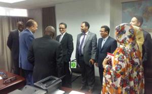 Le ministre des affaires étrangères visite les bureaux de l'ambassade aux Etats Unis