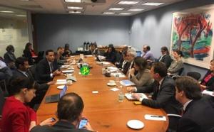 Le ministre de l'économie et des finances s'entretient avec les hauts responsables de la Banque Mondiale