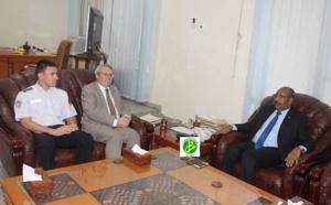 Le ministre de l'intérieur s'entretient avec l'ambassadeur de France