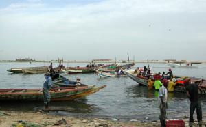 Nouadhibou : Des pêcheurs et parents des victimes de la collision en mer protestent devant la wilaya
