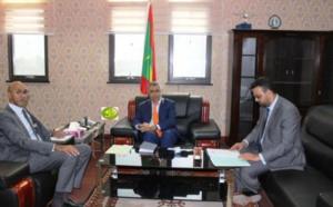 Le ministre de l'économie s'entretient avec le directeur de l'agence française de développement
