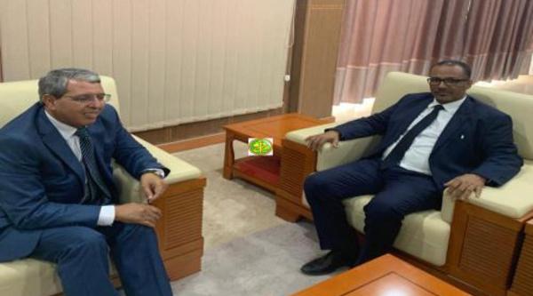 Le président de l'Union Nationale du Patronat Mauritanien passe en revue avec l'ambassadeur d'Algérie les moyens susceptibles de développer les relations bilatérales